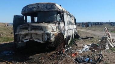 El fuego afectó el antiguo colectivo, emplazado en torno a una veintena de precarias viviendas locales.