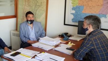 Gestiones. Pichiñán fue uno de los jefes comunales que llegó hasta Rawson para cerrar obras.