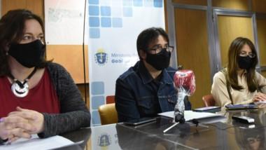 Especialistas. Desde la izquierda, Pizzi, Bosch Estrada y Flores Sahagún durante la conferencia de prensa.