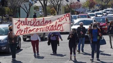 Movilizados. Rawson fue escenario de otra protesta mientras el Gobierno busca fondos en Nación.