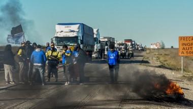 Por tercera vez en cinco días, los trabajadores del estado se movilizaron y protestar en el acceso a Madryn.