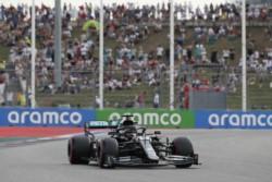 Hamilton gana la pole de Rusia en una clasificación marcada por el accidente de Vettel.