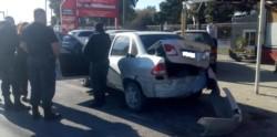 El conductor tomó la calle sin control y no pudo evitar causar los daños y las lesiones al peatón.