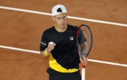El Peque comenzó su camino en Roland Garros liquidando a Kecmanovic en sets corridos.