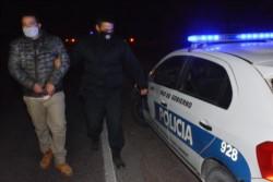 Momento de la detención de Darío Fernández, cerca de Gaiman. / Foto: Sergio Esparza / Jornada