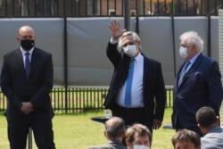 El jefe de Estado, junto al gobernador Omar Perotti y el ministro Ginés González García.