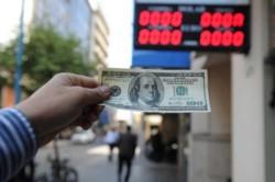 En agosto pasado, 1,7 millones de empleados percibieron el ATP, por lo que quedan automáticamente inhabilitados para comprar divisas.