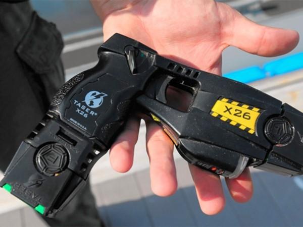 El crimen de Roldán reavivó la polémica sobre la posibilidad de que los uniformados puedan utilizar pistolas eléctricas.