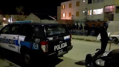 Uno de los allanamientos se realizó en el barrio Constitución.
