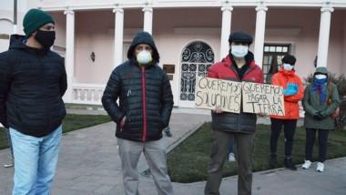 Vecinos de Esquel solicitan explicaciones a los funcionarios.