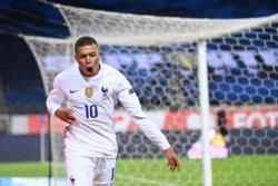 Con gol de penal de Sterling, Inglaterra superó a Islandia.