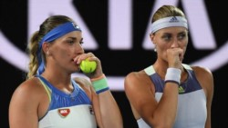 La francesa Kristina Mladenovic y la húngara Timea Babos, pareja primera sembrada en el dobles femenino del Abierto de EEUU debió dejar el torneo.