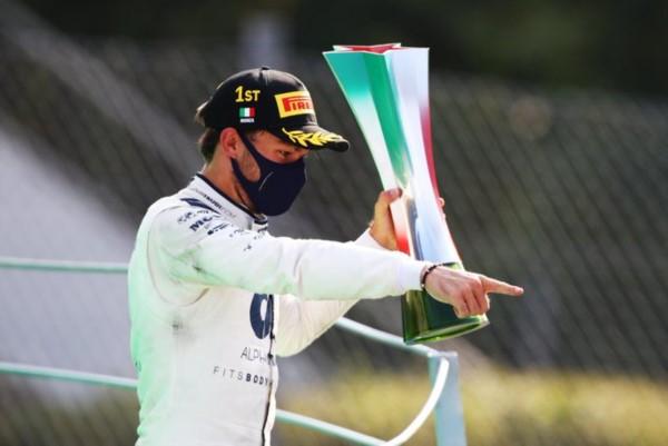 El joven de Alpha Tauri Honda consigue su primer podio y primer triunfo en la Fórmula Uno, luego de 53 participaciones.