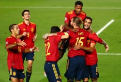 Capitán y figura. Sergio Ramos marcó un doblete para España.