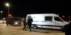 Los vecinos de Ayres de Pilar impidieron la entrada de la camioneta de Lázaro Báez y tuvo que volver al penal de Ezeiza.