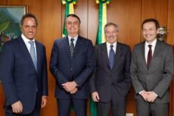 El canciller, junto al presidente Bolsonaro, el embajador en Brasilia Daniel Scioli y el secretario Béliz.