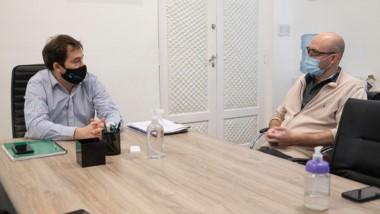 El intendente Luque y Gustavo Blanco durante la reunión.