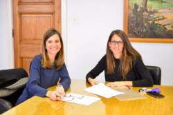 La titular de la Anses, Fernanda Raverta y la ministra Eli Gómez Alcorta (de lentes).