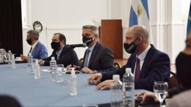 El gobernador encabezó la reunión de gabinete previo al anunció de un paquete de medidas económicas.