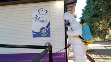 Prevención. Los trabajos de desinfección siguen en la Municipalidad de El Bolsón debido al Covid-19.