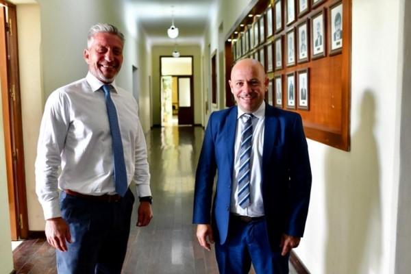 Mariano Arcioni y Ricardo Sastre en Casa de Gobierno después del traspaso del mando.(Foto: Maxi Jonas)