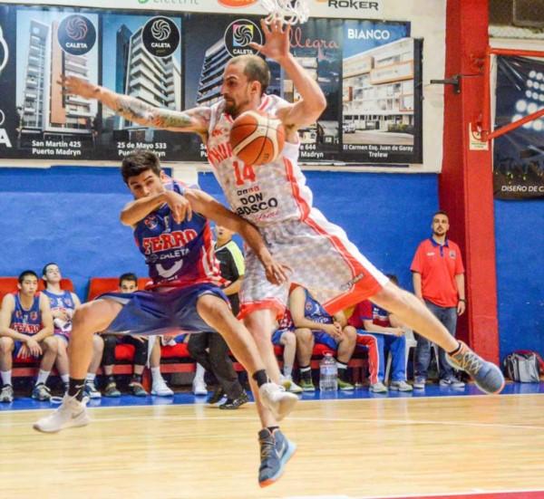 Den Dauw Otero es jugador de básquetbol del Club Huracán de Trelew.