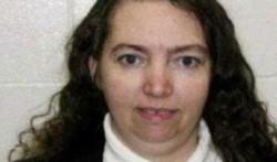 Montgomery (foto) fue condenada por un crimen perpetrado en 2004, en el que asesinó a una embarazada y le sacó el bebé de 8 meses del vientre.