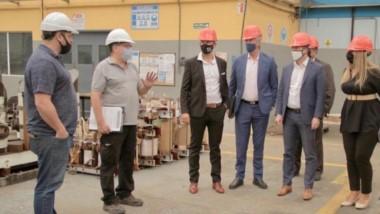Maderna y su equipo junto a empresarios locales. El parque Industrial de Pilar alberga casi 500 firmas.