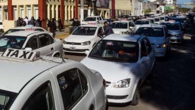Los taxis decidieron adecuar sus montos tarifarios tras un año pero no trasladarán las subas de este 2021.