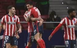 Suárez continúa de racha y le marcó un tanto a Valencia.