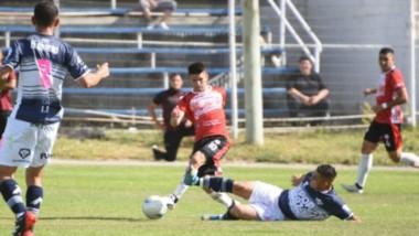 Jorge Newbery y Huracán volvieron a empatar en el clásico comodorense y el resultado favorece a la CAI.