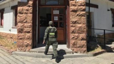 Gendarmes inspeccionaron la dependenciaa que pertenece a la Policía del Chubut, donde Ale fue jefe.