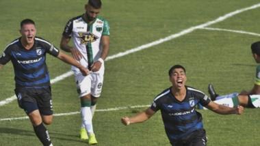 Gritalo Elvis. El chubutense Bahamonde jugó por primera vez de titular y marcó su primer gol en Brown.