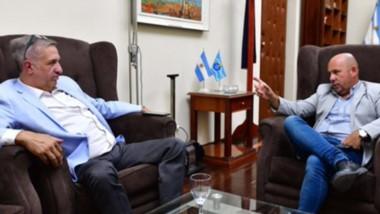 Encuentro. El ministro Antonena y el vicegobernador Sastre durante su charla en Casa de Gobierno para confirmar que se paga esta semana.