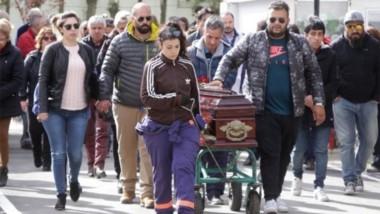 El día del sepelio. El asesinato de Vicente Maillo conmovió a la capital de Santa Cruz que  asistió  al funeral.