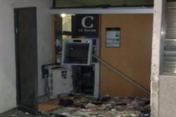 Villa Crespo: cuatro delincuentes hicieron estallar un cajero automático y escaparon con el dinero.