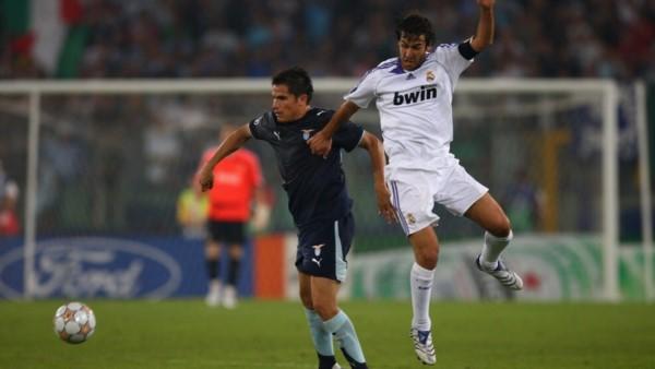 Ledesma en un juego de Champions League contra el Real Madrid de Raúl.