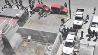 Un importante número de policías concurrió al lugar para evitar que los incidentes se agravaran aún más.