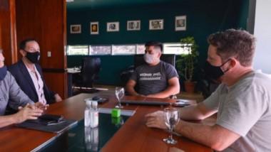 El intendente Adrián Maderna con su par de Dolavon, Dante Bowen, planificando estrategias comunes.