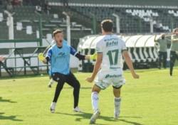 A una fecha del final, Sarmiento venció 1 a 0 a Defensores de Belgrano y quedó puntero.