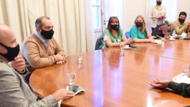 Mesa de diálogo. Tras las manifestaciones el vicegobernador recibió a Guillermo Quiroga en Gobierno.