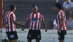 Brian Castillo celebra el gol
