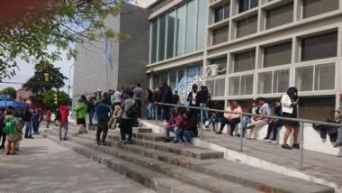 Afuera y adentro del Ministerio de Educación hubo manifestaciones por parte de los trabajadores.
