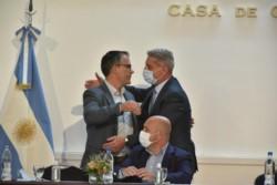 Arcioni saluda a Ehnes, autor del proyecto. Junto a ellos, el vicegobernador Sastre.