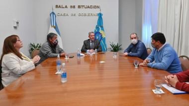 El gobernador Arcioni firmó el convenio con la comuna rural.
