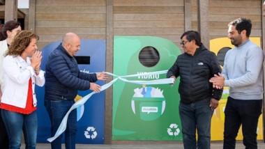 El intendente Sastre corta las cintas para inaugurar el Ecopunto.
