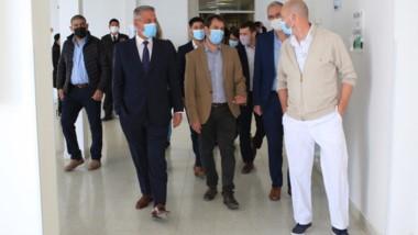 El gobernador Arcioni junto a las autoridades en el Hospital Alvear.
