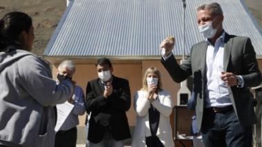 El móvil periodístico de Jornada tuvo dificultades para cubrir el evento por un corte de camino de vecinos