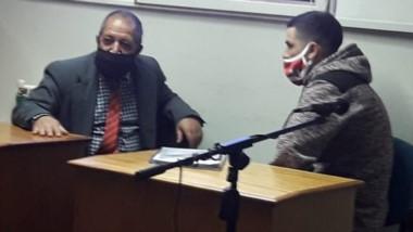Abdón Manyauik junto a Ángel Molina en una de las audiencias.