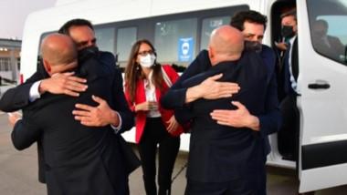 Hasta la próxima. El vicegobernador Ricardo Sastre y el intendente Gustavo Sastre despiden en El Tehuelche a los ministros De Pedro y Cabandié.